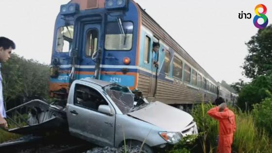 เชื่อ GPS ถูกรถไฟชนยับเยิน แต่คนขับกระโดดหนีทัน
