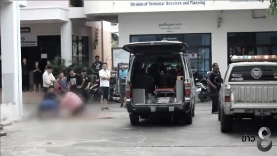ชายคลั่งสติไม่ดี กระโดดตึกเทศบาลเมืองศรีสะเกษเสียชีวิต