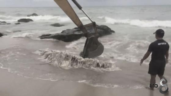 พบซากวาฬขนาดขนาดใหญ่ถูกคลื่นซัดลอยหน้าชายเกาะหาดลันตาใหญ่