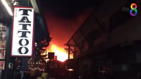ไฟไหม้ย่านการค้าเกาะพีพี เสียหาย 25 คูหา บาดเจ็บ 9 คน