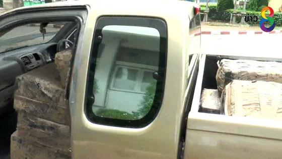 ตำรวจโคราชยึดกัญชาอัดแท่งหนักกว่า 500 กิโลกรัมทิ้งในรถกระบะกลางไร่มัน