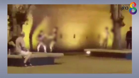 ตำรวจเร่งล่าตัววัยรุ่นยกพวกรุมคู่อริที่ลานประตูท่าแพ ไม่แคร์สายตานักท่องเที่ยว