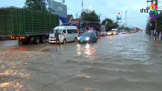 ฝนถล่มในลพบุรีทำให้น้ำป่าหลากท่วมถนนและบ้านเรือน ชาวบ้านเดือดร้อน