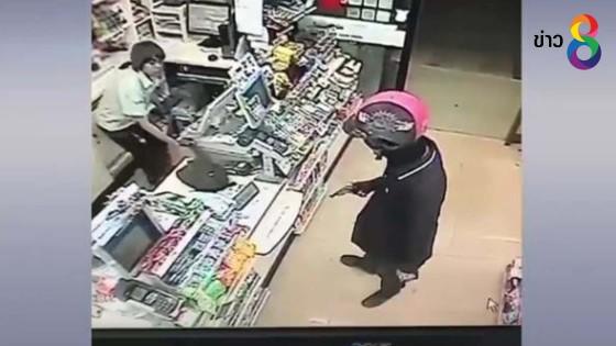 ตร.เร่งล่าคนร้ายใช้ปืนจี้ชิงเงินร้านสะดวกซื้อกลางเมืองลำปาง