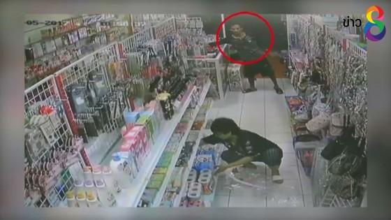 เร่งล่าคนร้ายขโมยโทรศัพท์มือถือเจ้าของร้านสะดวกซื้อก่อนหนีลอยนวล