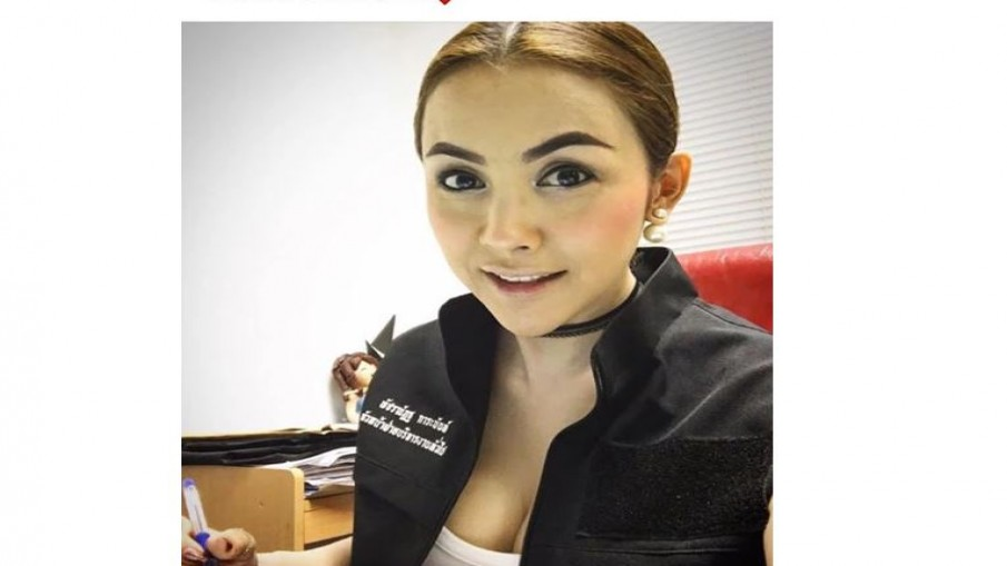 ขรก.สาวถ่ายรูปโชว์อกลงเฟซบุ๊ก ออกมาขอโทษพร้อมรับผิด