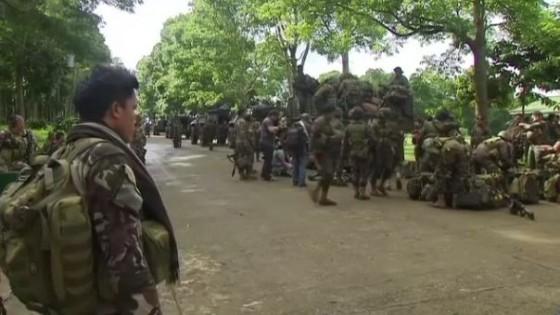 ฟิลิปปินส์ทวีความตึงเครียดชาวบ้านแห่อพยพหนีตาย