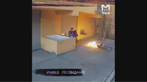 วัยรุ่นรัสเซียผงะ! เจอคนไฟไหม้ลุกศีรษะตกลงมาเสียชีวิต