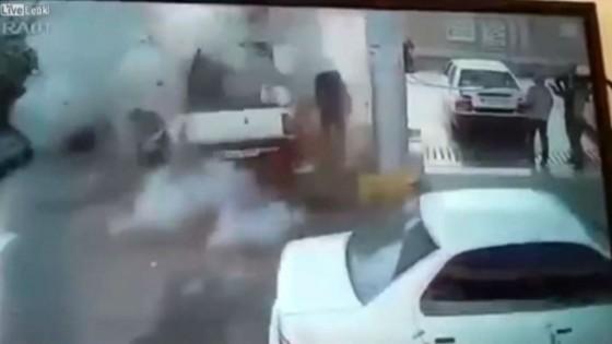 รถกระบะระเบิดสนั่นคาปั๊มอิหร่านขณะเติมน้ำมัน...