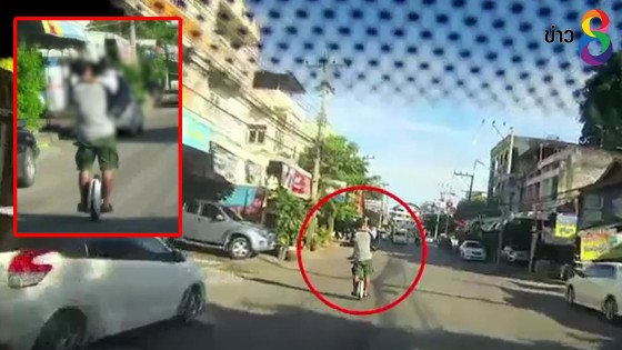 """หวาดเสียว! ผู้ปกครองเลี่ยงรถติดใช้ """"จักรยานไฟฟ้าล้อเดียว""""..."""