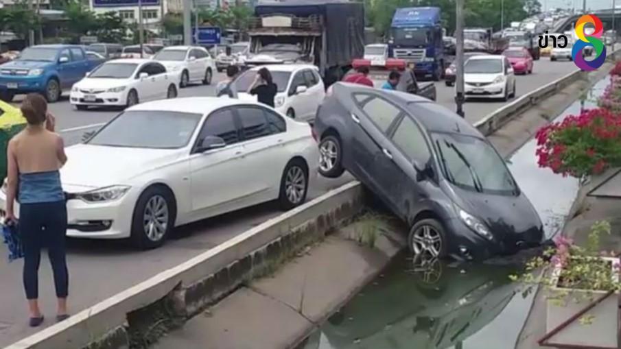 คนขับบีเอ็ม-ฟอร์ดอารมณ์ร้อน  ขับรถพุ่งชนกันโมโหถูกขับรถปาดหน้า
