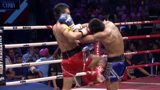 """""""เพชรริมน่าน"""" ศอกใส่คู่ต่อสู้ร่วงยก 2 คว้าชัยมวยไทย Battle"""