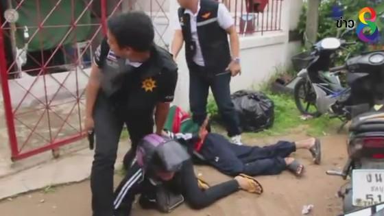 ทหาร –ฝ่ายปกครองบุกจับเอเย่นต์ค้ายาคาบ้านพักใน จ.ชลบุรี