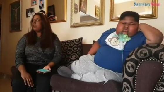 """เด็กชายแอฟริกันวัย 10 ปี ป่วย """"โรคกินไม่หยุด"""""""