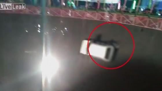นักแสดงหญิงผาดโผน ร่วงจากรถไต่ถังอินเดีย บาดเจ็บสาหัส