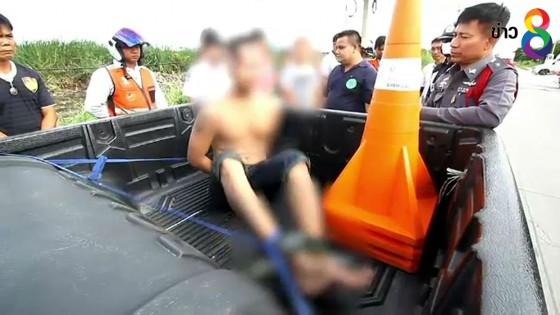 รุมจับแรงงานต่างด้าวชาวกัมพูชาคลั่งไล่ทำร้ายชาวบ้าน...