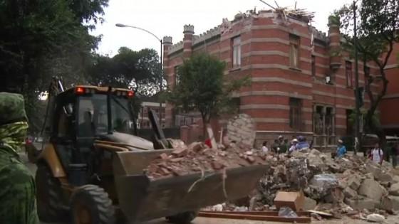 เจ้าหน้าที่เร่งค้นหาเหยื่อแผ่นดินไหวเม็กซิโก...