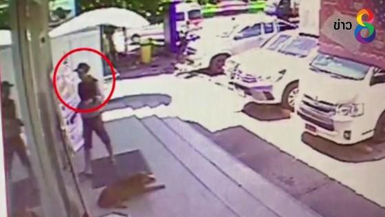 ล่า 2 คนร้ายพาเด็กชายวัย 10 ขวบ ควงขวานร่วมปล้นเงินร้านสะดวกซื้อ