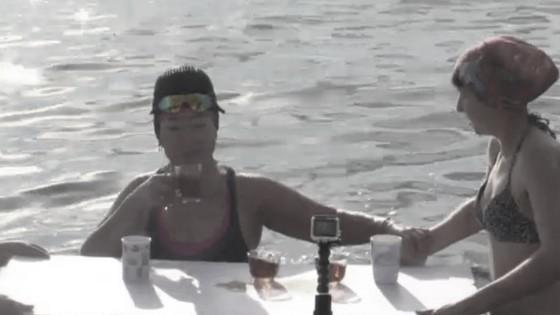 ชาวไซบีเรียว่ายน้ำ-จิบชาร้อนกลางทะเลสาบน้ำแข็ง เชื่อช่วยสุขภาพดี