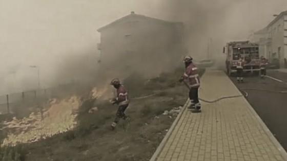 ไฟป่าโปรตุเกสลุกลามหนัก คร่า 36 ชีวิต
