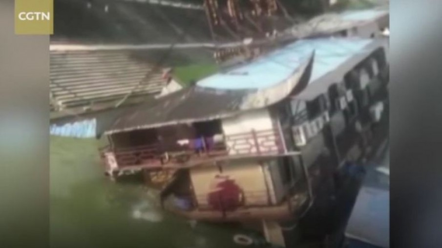 นาที!! ร้านอาหารลอยน้ำจีน ล่มกลางแม่น้ำ