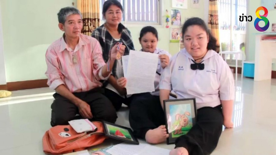 นักเรียนพิการใช้เท้าคัดหนังสือ - วาดรูป