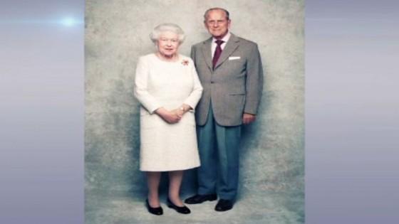 อังกฤษเผยภาพควีนอลิซาเบธที่ 2 และพระราชสวามี เนื่องในโอกาสครบรอบราชาภิเษกสมรส...