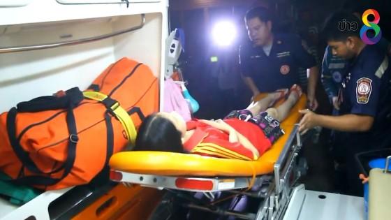 เจ้าหน้าที่หามเด็กนักเรียนท้องร่วง 58 คนส่งโรงพยาบาล
