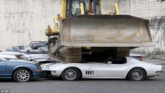 ปธน.ฟิลิปปินส์ สั่งบดทำลายรถหรูแทนการประมูลขาย หลังจับได้ศุลกากรคอรัปชั่น...