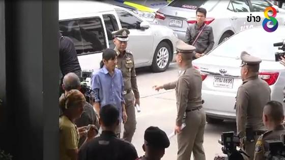 รอง ผบ.ตร. รับตัวผู้ต้องหาคดีพบระเบิดคอนโดเมืองทอง