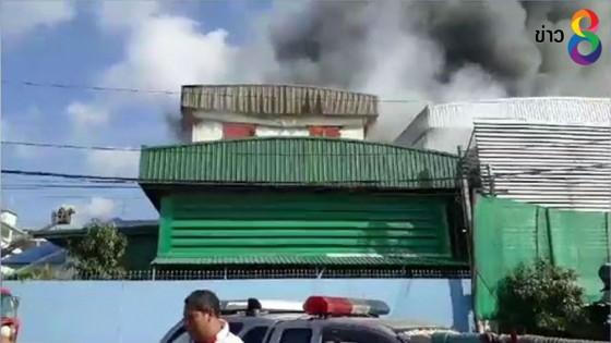 ไฟไหม้โกดัง บ.ขายเครื่องดนตรี-กีฬารายใหญ่เสียหายกว่า 200 ล้าน