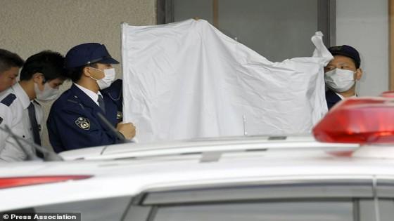 สลด พ่อญี่ปุ่นขังลูกพิการไว้ในกรงแคบนาน20ปีจนทำให้หลังโก่ง...
