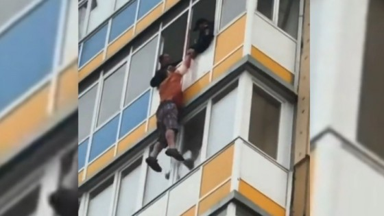 หนุ่มรัสเซียเมาบุกห้องสาว ปีนหนีตำรวจนอกหน้าต่างชั้น 10...