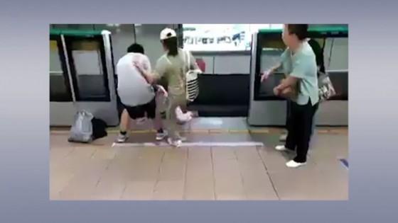 หญิงถีบพ่อตัวเองลงไปในรางให้รถไฟชนหวังเงินประกัน