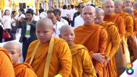 ผู้ว่าราชการกรุงเทพมหานครทำบุญตักบาตร วันวิสาขบูชา