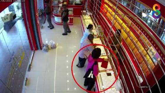 เปิดวงจรปิดล่า 2 สาวควงปืนจี้ชิงทอง พบก่อเหตุหลังสายตรวจออกจากร้าน