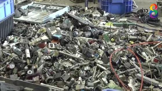 รองผบ.ตร. เผย พบ19 โรงงานขยะอิเลคทรอนิกส์ผิดกฎหมาย ชงใช้ ม.44
