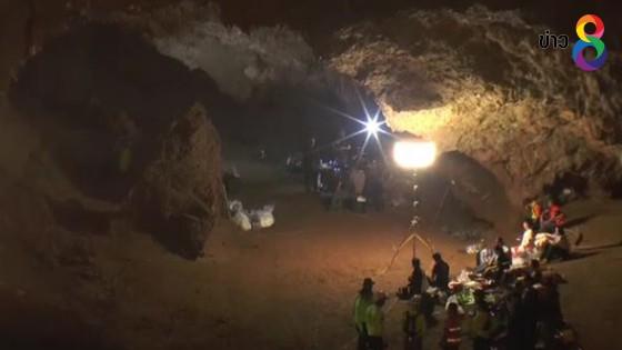 ญาตินักเตะพลัดหลงถ้ำหลวง รอลุ้นหน้าถ้ำ เชื่อลูกยังมีชีวิต