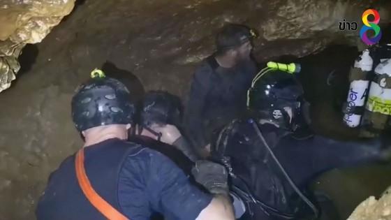 """สภาการดำน้ำกู้ภัยในถ้ำแห่งอังกฤษ ยกย่อง""""ไทยเนวี่ซีล""""ทำงานที่เสี่ยง..."""