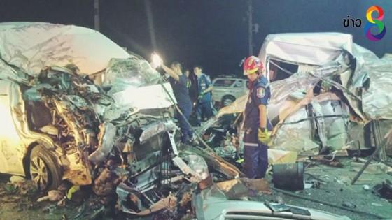 รถตู้  3 คันพุ่งแรงชนประสานงารถสิบล้อบรรทุกน้ำมันตาย 6 เจ็บ 9
