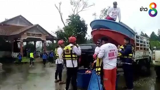 กู้ภัยไทยเตรียมเข้าช่วยเหลือ 800 ชีวิตติดเกาะไซดอนโขง