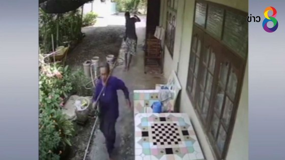 หญิงอายุ 77 ปี วิ่งหนีโจรคว้ามีดไล่แทง...