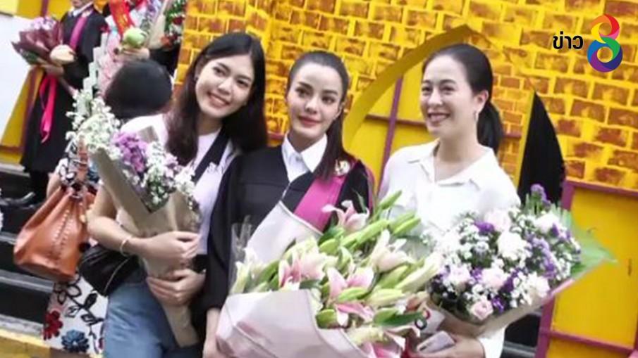"""""""จูน ชลฤดี ปลื้มรับปริญญา ม.ศรีปทุม เพื่อนนักแสดงร่วมยินดีเพียบ"""