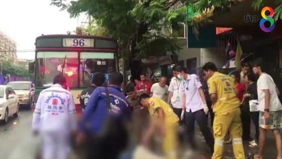 รถเมล์ชนจักรยานยนต์ทำนักศึกษา กศน. วัย 17 ปีเสียชีวิต