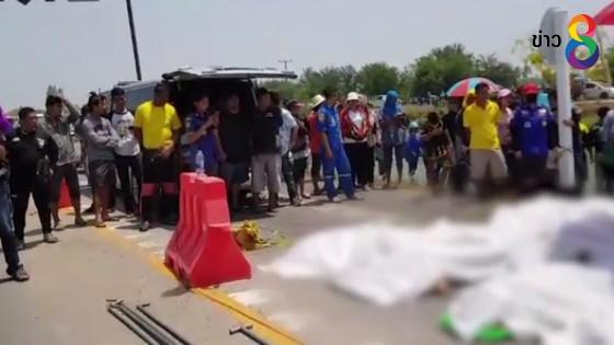 เร่งส่งศพเหยื่อรถพ่วงชนรถตู้ 10 คน ส่งนิติเวชหาสาเหตุการตาย