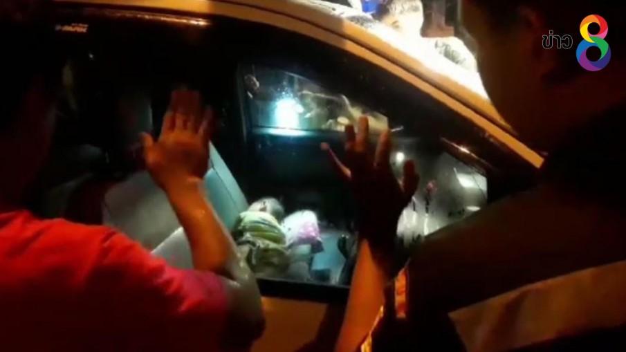 ปล่อยเด็กนอนอยู่ในรถแล้วลงไปซื้อของกลับมารถล็อก