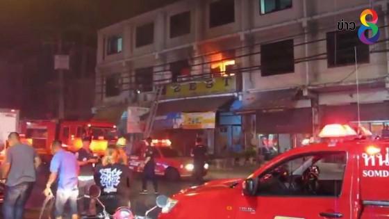 ไฟไหม้อาคารพาณิชย์ 3 ชั้น ย่านจอมทอง