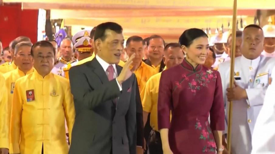ในหลวง-พระราชินี เสด็จฯ เยาวราช ทรงเยี่ยมราษฎรชาวไทยเชื้อสายจีน