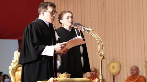 ในหลวง เสด็จฯพระราชทานปริญญาบัตร แก่ผู้สำเร็จการศึกษามหาวิทยาลัยธรรมศาสตร์