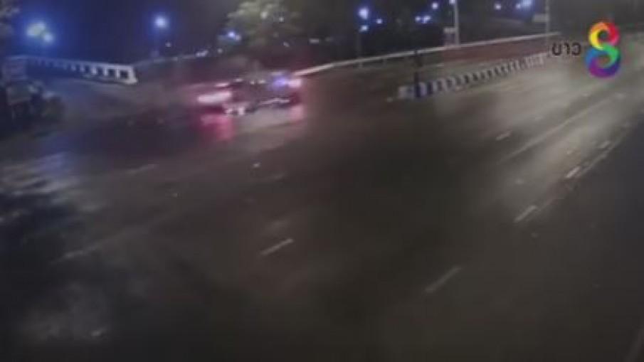 กล้องวงจรปิดบันทึกนาทีลูกโหน่งขับบีเอ็มป้ายแดงชนเก๋งเสียชีวิต